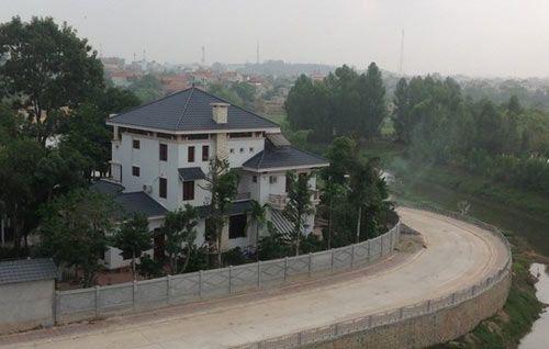 Nguyên Phó Chủ tịch tỉnh lấn chiếm gần 400m2 đất xây biệt phủ - Ảnh 2