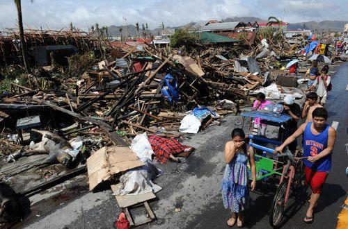 Siêu bão Hagupit: Sức công phá mạnh ngang siêu bão Haiyan - Ảnh 2