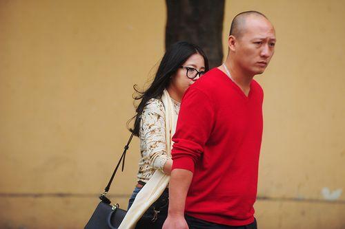 Vợ Bầu Kiên luôn thu hút sự chú ý ở phiên tòa xử chồng - Ảnh 6