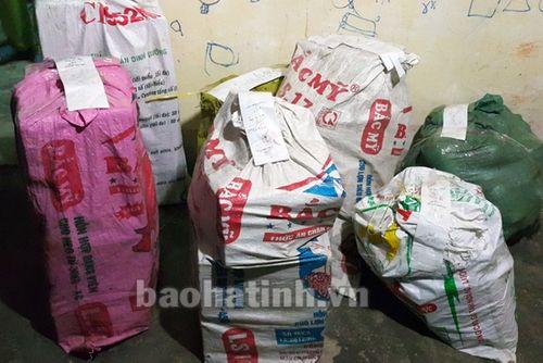 Hà Tĩnh: Bắt đối tượng tàng trữ hơn 100kg pháo nổ - Ảnh 1