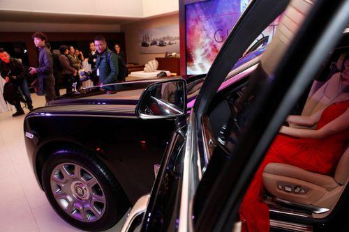 Mẫu Tây gợi cảm bên siêu xe 19 tỷ tại Hà Nội  - Ảnh 14