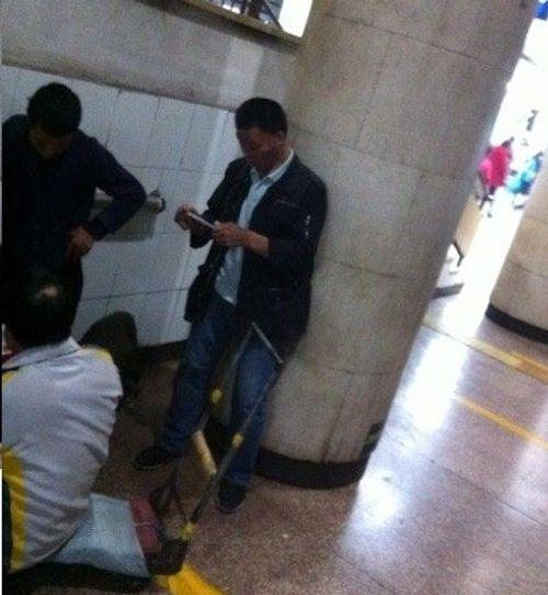 """""""Cái bang"""" tại Trung Quốc rủ nhau mua iPhone 6 - Ảnh 1"""