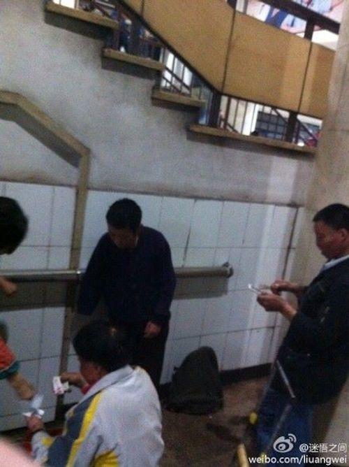 """""""Cái bang"""" tại Trung Quốc rủ nhau mua iPhone 6 - Ảnh 2"""