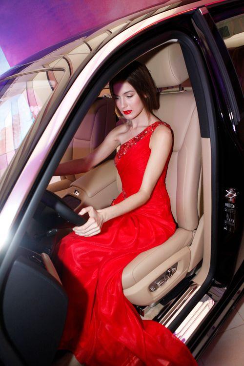 Mẫu Tây gợi cảm bên siêu xe 19 tỷ tại Hà Nội  - Ảnh 18