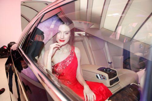 Mẫu Tây gợi cảm bên siêu xe 19 tỷ tại Hà Nội  - Ảnh 3