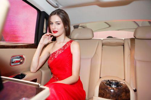 Mẫu Tây gợi cảm bên siêu xe 19 tỷ tại Hà Nội  - Ảnh 4