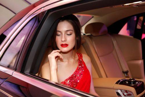 Mẫu Tây gợi cảm bên siêu xe 19 tỷ tại Hà Nội  - Ảnh 5