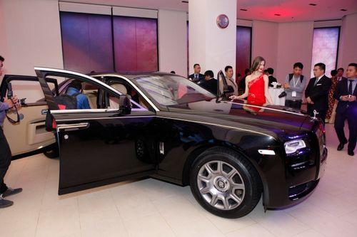 Mẫu Tây gợi cảm bên siêu xe 19 tỷ tại Hà Nội  - Ảnh 9