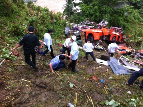 Khởi tố tài xế xe khách lao xuống vực làm 14 người chết - Ảnh 1