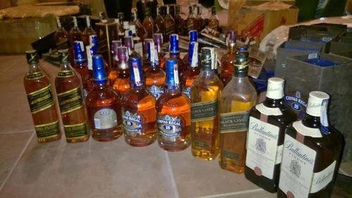 Triệt phá đường dây sản xuất, tiêu thụ rượu ngoại giả ở Nghệ An - Ảnh 1