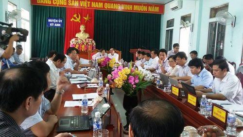 Bộ Nội vụ yêu cầu Hà Tĩnh giải quyết vụ 214 giáo viên bị cắt hợp đồng - Ảnh 1