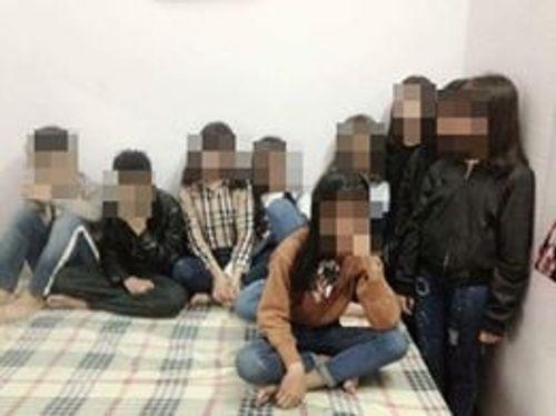 """Hà Nội: 2 nam, 7 nữ học sinh """"sống"""" trong nhà nghỉ... bị công an đưa về đồn? - Ảnh 1"""
