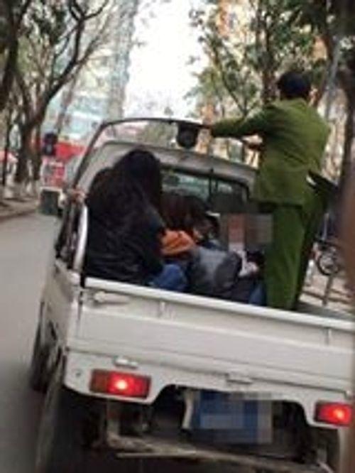 """Hà Nội: 2 nam, 7 nữ học sinh """"sống"""" trong nhà nghỉ... bị công an đưa về đồn? - Ảnh 2"""
