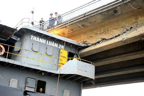 Hiện trường cầu An Thái hư hỏng nặng sau cú đâm của tàu thủy 3000 tấn - Ảnh 5