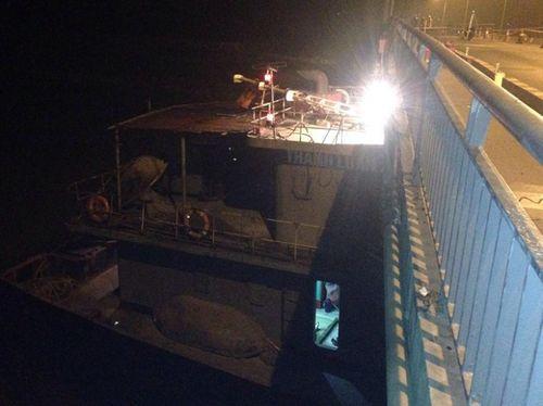 Hiện trường cầu An Thái hư hỏng nặng sau cú đâm của tàu thủy 3000 tấn - Ảnh 1