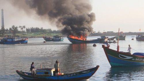 Quảng Ngãi: 2 ngư dân tử vong sau sự cố nổ bình gas trên tàu cá - Ảnh 1
