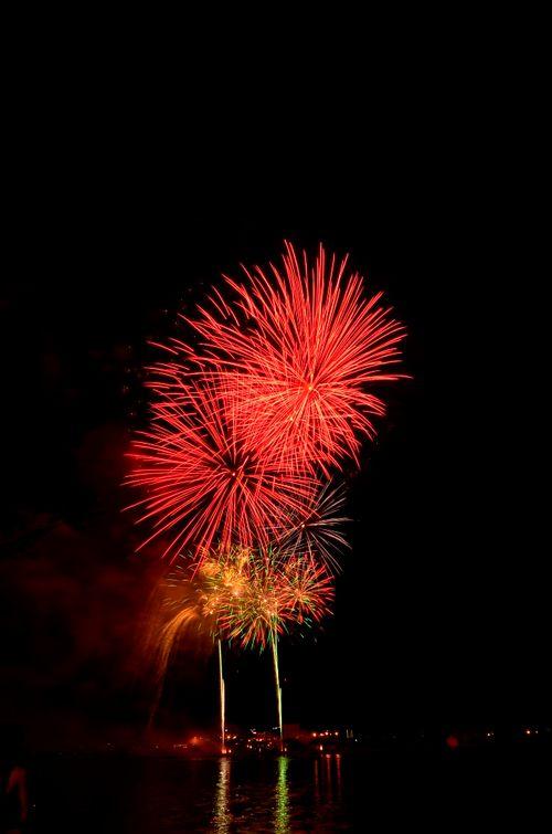 """Mãn nhãn với """"bữa tiệc"""" pháo hoa mừng 41 năm thống nhất đất nước - Ảnh 3"""