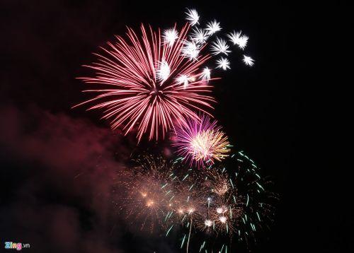 """Mãn nhãn với """"bữa tiệc"""" pháo hoa mừng 41 năm thống nhất đất nước - Ảnh 5"""