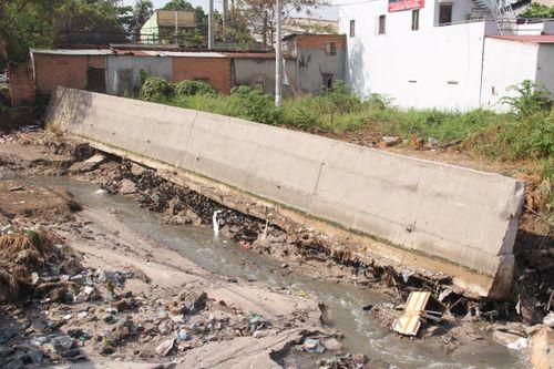 Công an vào cuộc vụ bờ kè tiền tỷ ở Đồng Nai sạt lở sau mưa lớn - Ảnh 1