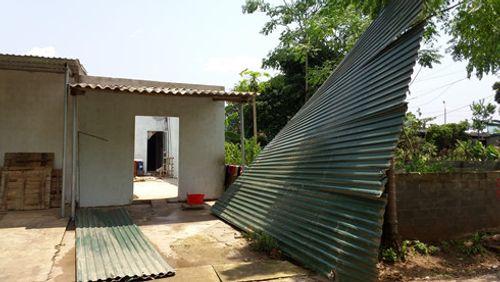 Gió lốc tiếp tục đổ bộ Lào Cai, trên 60 công trình bị hư hại - Ảnh 1