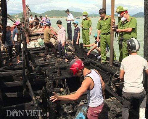 Hai tàu cá bị sét đánh cháy, thiệt hại hơn 6 tỷ đồng - Ảnh 1