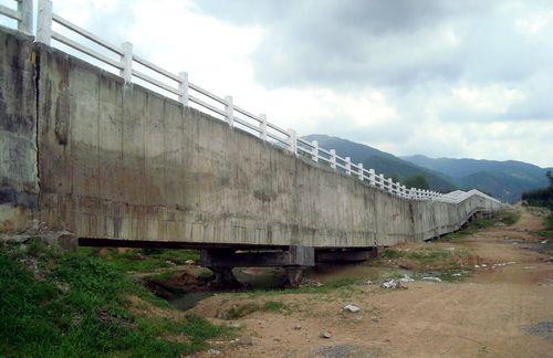 Chưa bàn giao, cầu máng của công trình trăm tỷ đã gãy sập - Ảnh 1