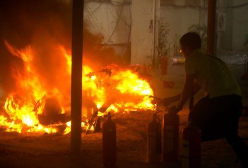 Cháy lớn tại ĐHQG Hà Nội, 4 xe máy trơ khung - Ảnh 1