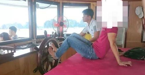 Đuổi việc thuyền trưởng điều khiển tàu du lịch bằng chân - Ảnh 1