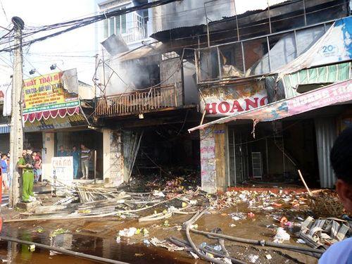 Cháy lớn ở cửa hàng tạp hóa, 1 phụ nữ tử vong - Ảnh 1