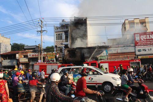 Cháy lớn ở cửa hàng tạp hóa, 1 phụ nữ tử vong - Ảnh 2