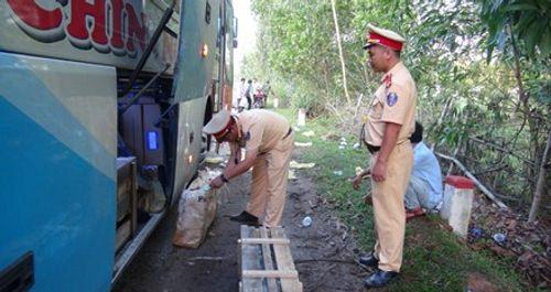 Tin mới vụ bắt giữ xe khách chở lượng lớn súng AK, lựu đạn - Ảnh 1