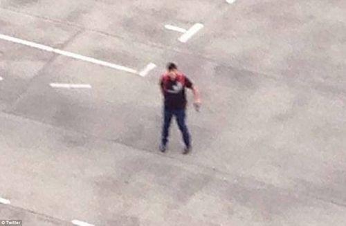Hiện trường vụ xả súng vào trung tâm mua sắm ở Đức - Ảnh 2