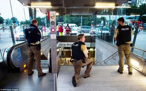 Hiện trường vụ xả súng vào trung tâm mua sắm ở Đức - Ảnh 10