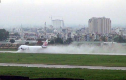 Đầu tư 360 tỷ đồng làm kênh chống ngập cho sân bay Tân Sơn Nhất - Ảnh 1