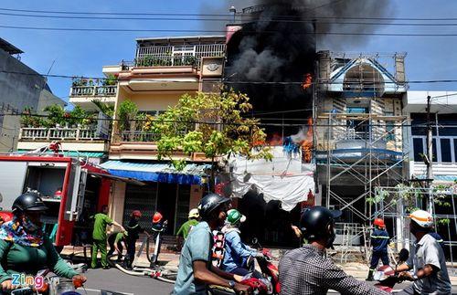 Thợ sửa nhà làm cháy cửa hàng bên cạnh, thiệt hại hơn 1 tỷ - Ảnh 1