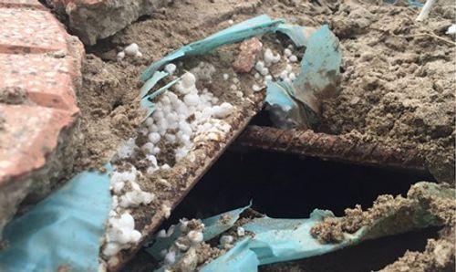 Bê tông xốp trên cầu vượt đường sắt ở Hà Nội: Sở GTVT yêu cầu kiểm tra, làm rõ - Ảnh 1