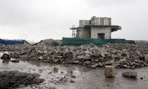 Công trường ngổn ngang trên nóc tòa nhà 8B Lê Trực - Ảnh 6
