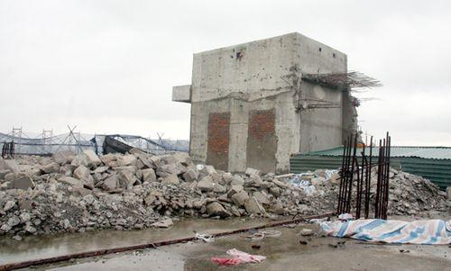 Công trường ngổn ngang trên nóc tòa nhà 8B Lê Trực - Ảnh 1