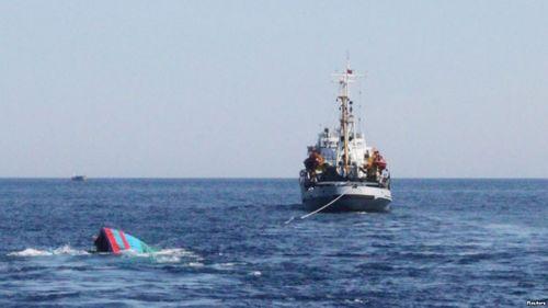 7 ngư dân mất liên lạc sau khi được tàu hàng cứu vớt - Ảnh 1