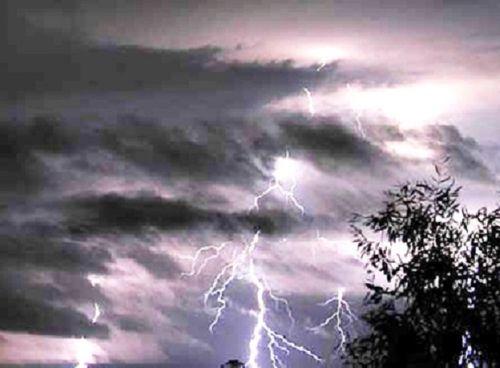 Dự báo thời tiết hôm nay 2/9: Bắc Bộ có mưa dông, Nam Bộ nắng nóng - Ảnh 1