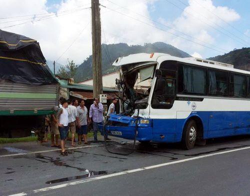 Hành khách thoát chết trong vụ xe khách mất lái khi đổ đèo mở tiệc mừng - Ảnh 2