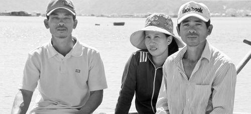 """Chuyện xúc động của Robinson Phú Yên """"địu vợ"""" vượt biển về đất liền…vượt cạn  - Ảnh 1"""