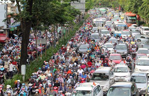 Chi 1.800 tỷ làm cầu vượt, mở rộng đường khu vực Tân Sơn Nhất - Ảnh 1