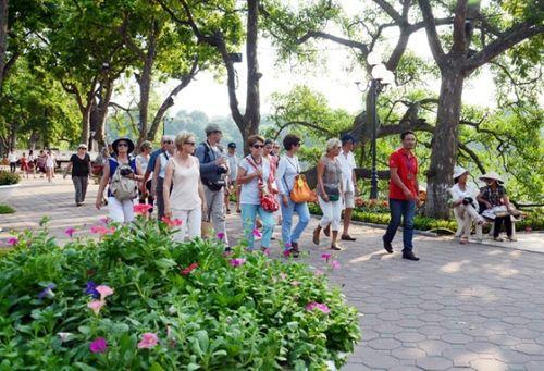 Người dân được sử dụng wifi miễn phí tại 17 bến xe ở Hà Nội trong dịp 2/9 - Ảnh 1