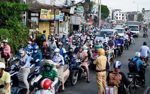 Sau kỳ nghỉ lễ, giao thông ở Hà Nội, TP HCM kẹt cứng - Ảnh 3