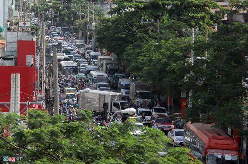 Sau kỳ nghỉ lễ, giao thông ở Hà Nội, TP HCM kẹt cứng - Ảnh 4
