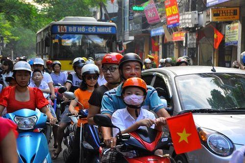 Sau kỳ nghỉ lễ, giao thông ở Hà Nội, TP HCM kẹt cứng - Ảnh 1