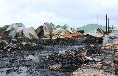 Cháy lớn ở xưởng sản xuất 1000m2 gây thiệt hại 3 tỷ đồng - Ảnh 1