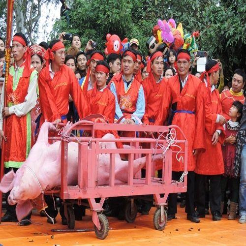 """""""Lễ hội chém lợn"""" ở Bắc Ninh: Bản sắc văn hóa sao phải bỏ? - Ảnh 1"""