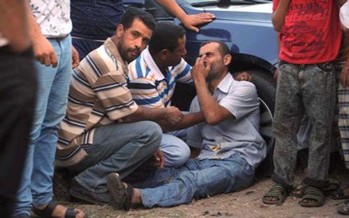 Lật thuyền ở Địa Trung Hải: 43 người chết, khoảng 400 người mất tích - Ảnh 1